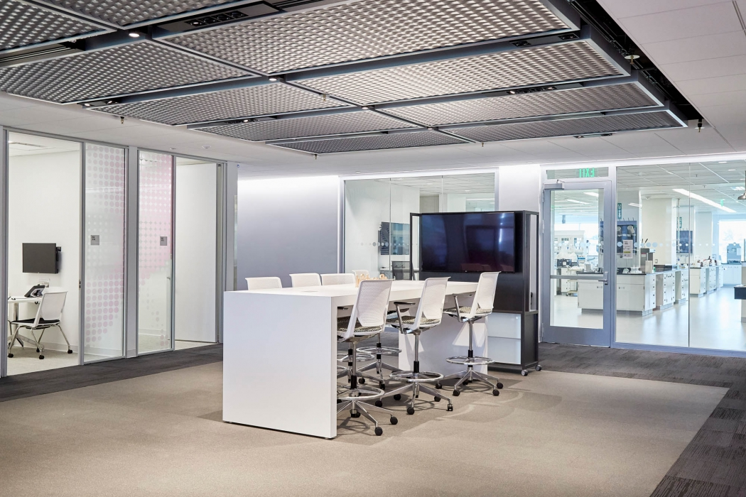 shared space meeting room at p&g - architectural photography