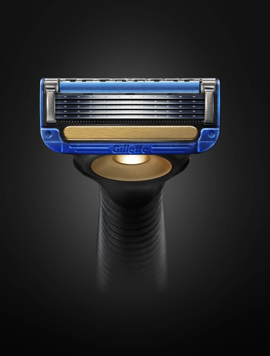 Gillette razor on dark background coming up - P&G Product Photography