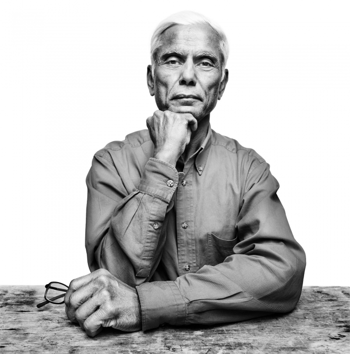 Portrait of a porfssional man at a table - black and white - portrait photography